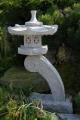 Rankei - japonská lampa žulová, výška cca 70-75 cm, průměr 30 cm, šedá nebo červená žula